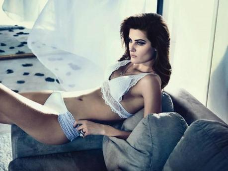 Isabeli Fontana for the winter 2013 campaign from Un.i Lingerie by Gustavo Zylbersztajn   3