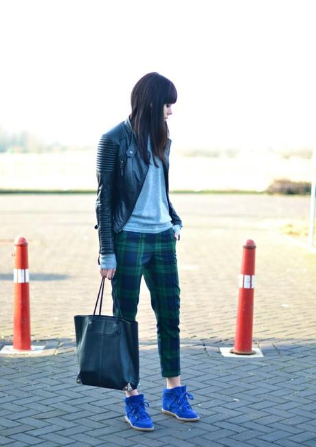 outfit blue isabel marant bobby sneakers and tartan