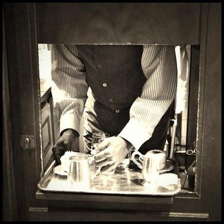Serving Hatch, Paris © Eva Charbit