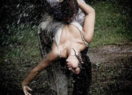 kissing-in-the-rain-04