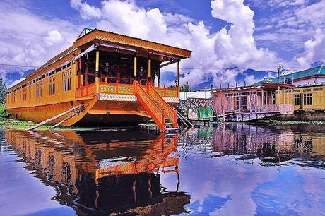 Floating Kashmir- A Stay to Remember On Houseboats