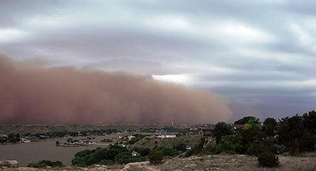 15 Scary And Ominous Photos of Dust Storms