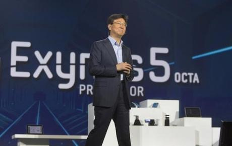 lutions-business-for-samsung-electronics-talks-about-the-new-samsung-exynos-5-octa-processor-during-a-keynote-address-at-the-consumer-electronics-show-ces