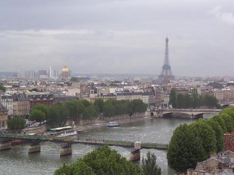 Paris downtown - hazy morning