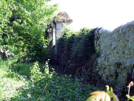 Château de la Bourdaisière Castle - stonewall fences -  Loire Valley - France