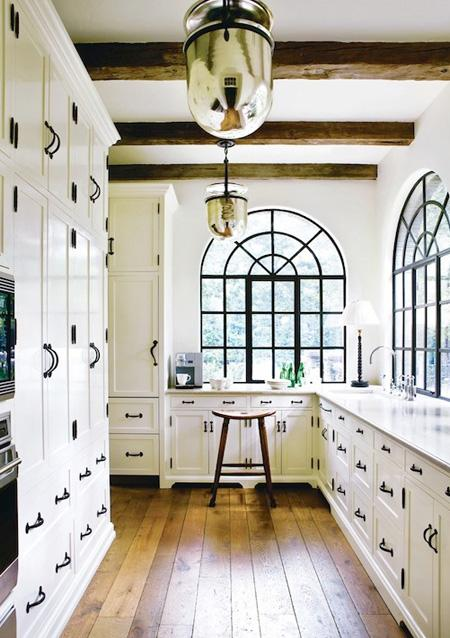 decor black and white rooms2 Be Bold and Daring: Decorate with Black and White HomeSpirations