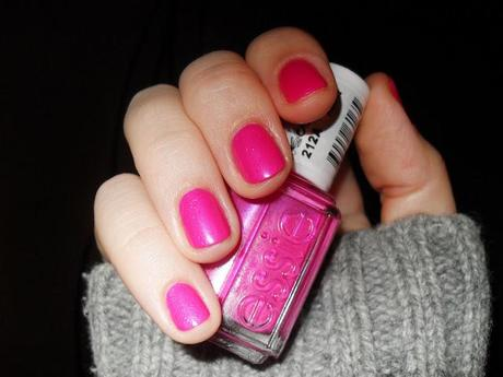 NOTD: ESSIE TOUR DE FINANCE #212A REVIEW AND SWATCHES