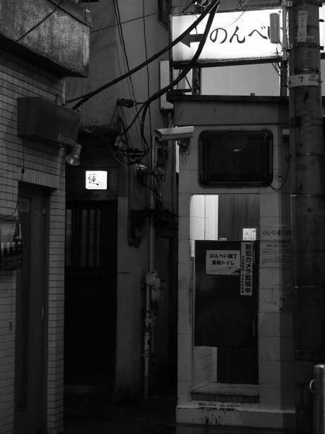 P20602951 渋谷に残る狭小なディープな横丁,のんべえ横丁 / Nonbei Yokochoh,nostalgic back alley,in Shibuya