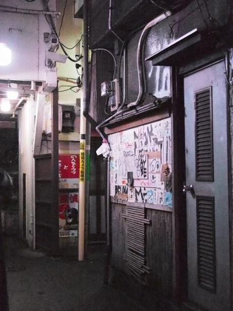 P20602681 渋谷に残る狭小なディープな横丁,のんべえ横丁 / Nonbei Yokochoh,nostalgic back alley,in Shibuya