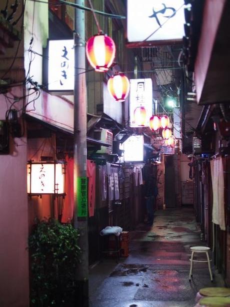 P20602401 渋谷に残る狭小なディープな横丁,のんべえ横丁 / Nonbei Yokochoh,nostalgic back alley,in Shibuya