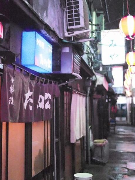 P20602741 渋谷に残る狭小なディープな横丁,のんべえ横丁 / Nonbei Yokochoh,nostalgic back alley,in Shibuya