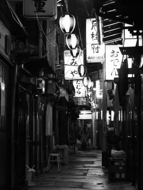 P20602881 渋谷に残る狭小なディープな横丁,のんべえ横丁 / Nonbei Yokochoh,nostalgic back alley,in Shibuya