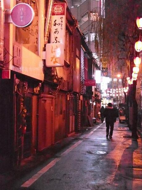 P20602661 渋谷に残る狭小なディープな横丁,のんべえ横丁 / Nonbei Yokochoh,nostalgic back alley,in Shibuya