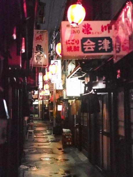 P20602261 渋谷に残る狭小なディープな横丁,のんべえ横丁 / Nonbei Yokochoh,nostalgic back alley,in Shibuya