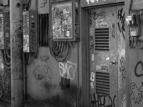 P20602961 渋谷に残る狭小なディープな横丁,のんべえ横丁 / Nonbei Yokochoh,nostalgic back alley,in Shibuya