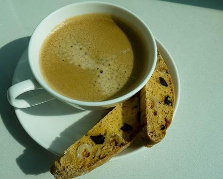 Breakfast alternative: Coffee with Dark Chocolate and Hazelnut Biscotti