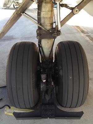 What is that thing on the MD80 nose wheel?