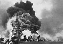 220px-USS_Bunker_Hill_hit_by_two_Kamikazes