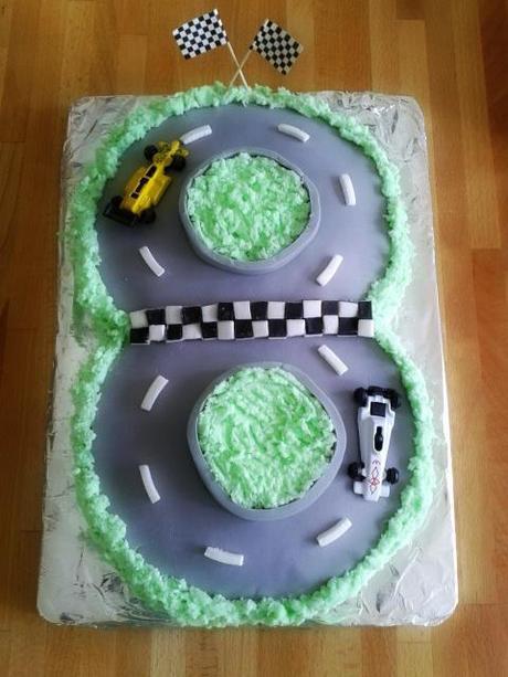 Fine Ta Dah Tuesday 8Th Birthday Cake Paperblog Personalised Birthday Cards Veneteletsinfo