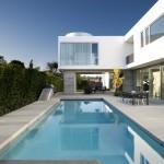 Modern family home by Dennis Gibbens architects