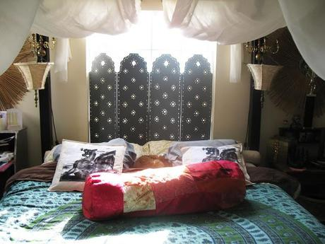 Renter's canopy bed