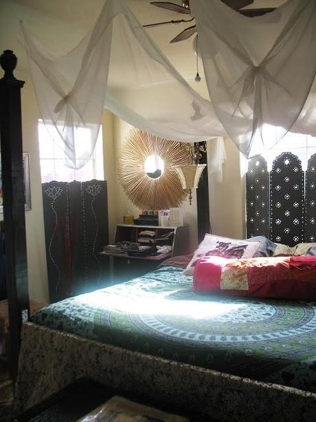 Renter S Canopy Bed Paperblog