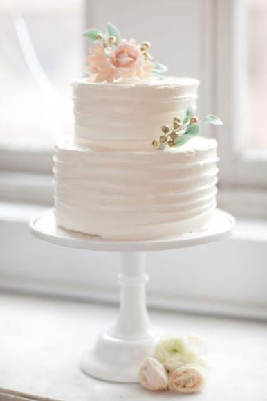 The Beauty of Simple Wedding Cakes - Paperblog