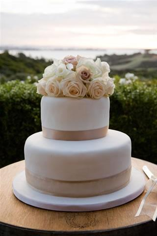 elegant and simple wedding cakes the of simple wedding cakes paperblog 13955