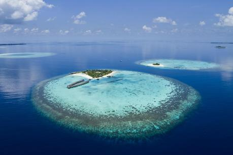 http://d1vmp8zzttzftq.cloudfront.net/wp-content/uploads/2012/05/coral-reef-atolls-in-maldives-1600x1066.jpg