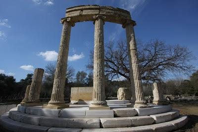 What Are the Main Similarities and Differences Between the Sanctuaries at Olympia and Delphi Essay