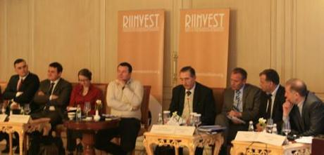 Panelists at a Riinvest public procurement conference in 2011. (Photo: CIPE)