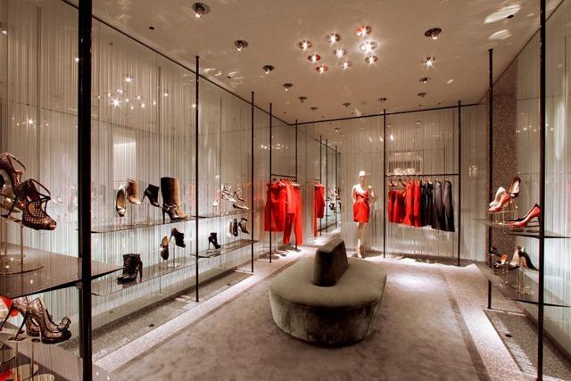 Valentino new store concept retail design paperblog for Valentino via turati milano