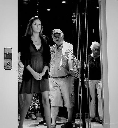 PHOTOGRAPHING STREET PHOTOGRAPHY