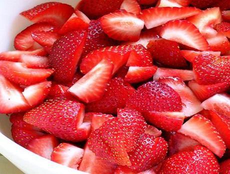 strawberries-sliced-and-fresh