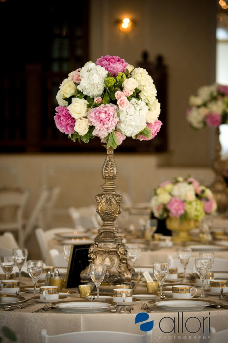 6 beautiful wedding table centerpieces and arrangements for Floral table decorations for weddings