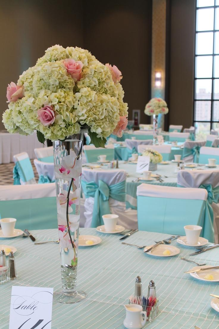 6 beautiful wedding table centerpieces and arrangements for Floral arrangements for wedding reception centerpieces