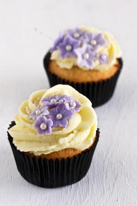 Sugar Art  and Vanilla Cupcakes post image