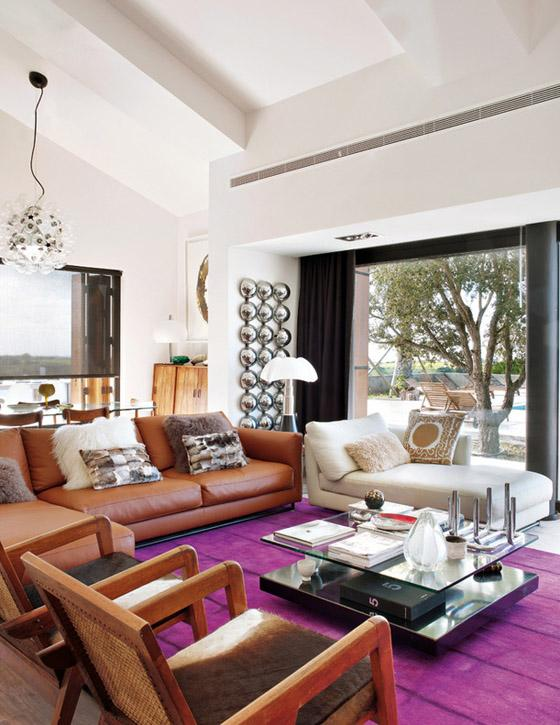 Portugal mod summer home, Nuno Benito, contemporary living room, leather sofa, fur hide suzani pillows, magenta rug
