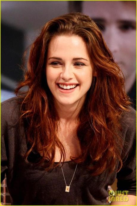 Kristen Stewart. Smiling!