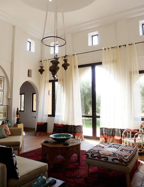 Decorating your home with high ceilings paperblog for Tall ceiling decor