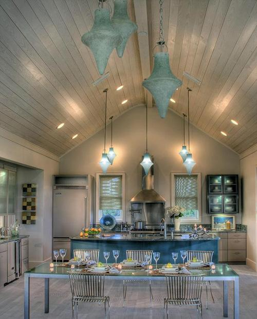 Decorating your home with high ceilings paperblog for Pendant lighting for high ceilings