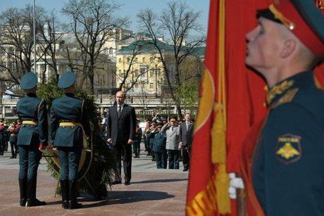 Victory day Putin Tomb a