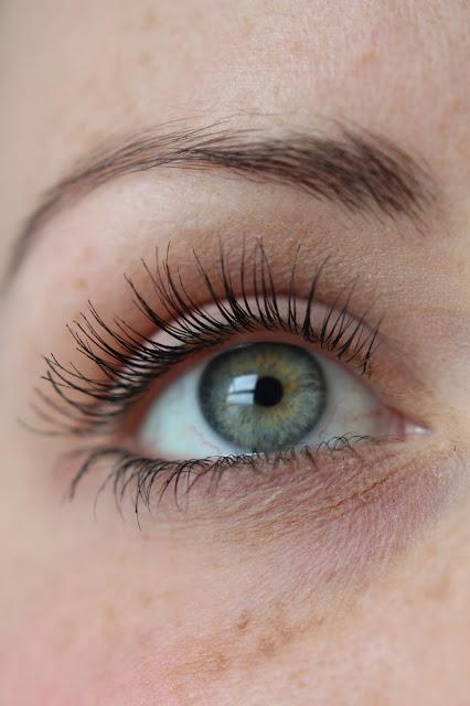 how to wear mascara on lash extension