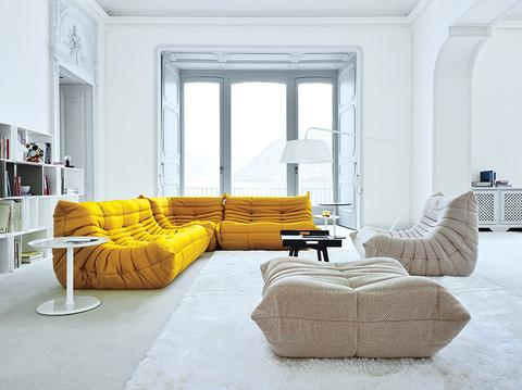 togo sofa by ligne roset celebrates its 40th anniversary paperblog. Black Bedroom Furniture Sets. Home Design Ideas