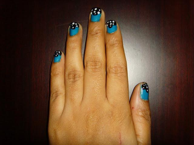 Easy nail art with blue white and black nail paints paperblog easy nail art with blue white and black nail paints prinsesfo Choice Image