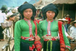The Tai minority of Vietnam. This is not the same group as the Thai of Thailand, but they speak a related language. Groups include Black Tai, Red Tai, etc. They live in the north. Note dark skin.