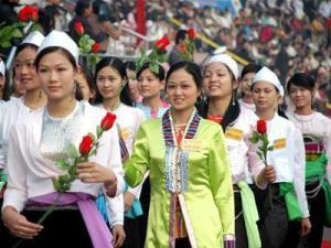 The Muong, a group in Vietnam that is very closely related to the Viets. Note the strong Cantonese appearance.