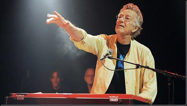 When people thing of the pop group The Doors they always think of Jim Morrison the charismatic lead singer but just as integral to the unique sound of the ...  sc 1 st  Paperblog & Ray Manzarek Keyboard Player of the Doors Passes Away Aged 74 ... pezcame.com