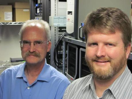 PNNL researchers Mark Wigmosta (lleft) and Erik Venteris (Credit: PNNL).
