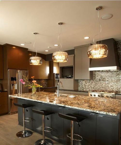 design kitchen lighting decorating your kitchen with pendant lights paperblog 3187